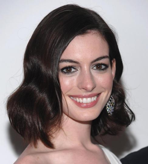 Il nuovo stile beauty di Anne Hathaway
