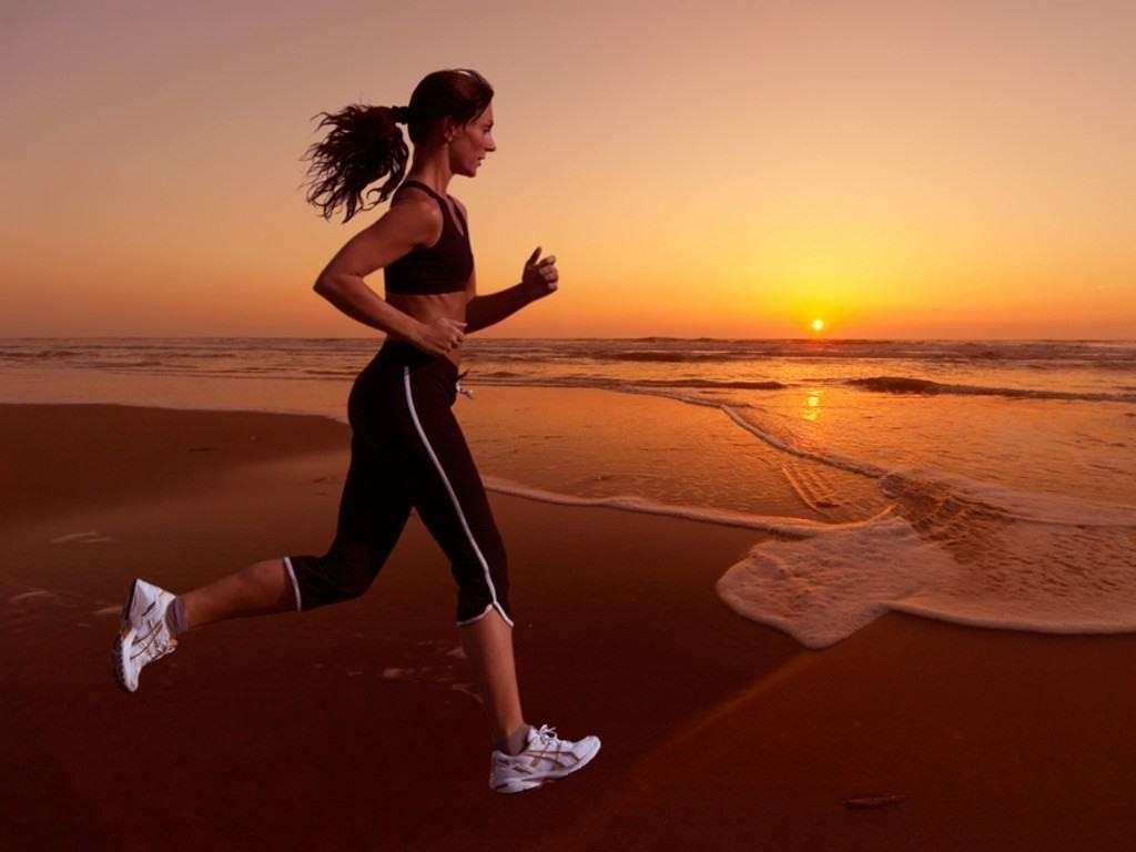 15 esercizi divertenti da fare all'aperto per mantenerti in forma [FOTO]