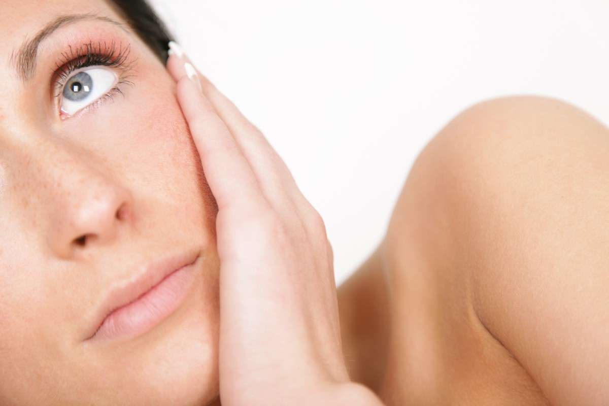 Dermatite atopica negli adulti: sintomi, cause, cure e rimedi naturali [FOTO]