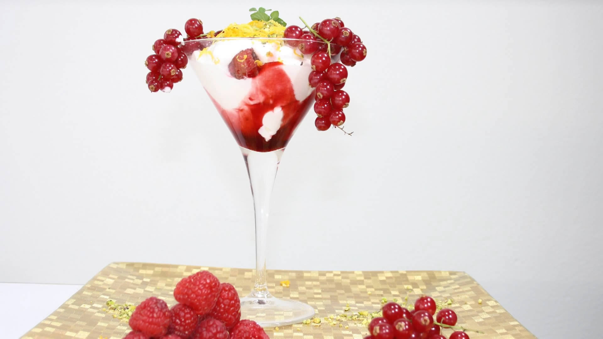 mousse di yogurt ai frutti di bosco