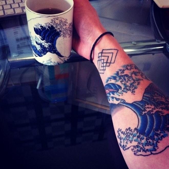tatuaggio artistico onda