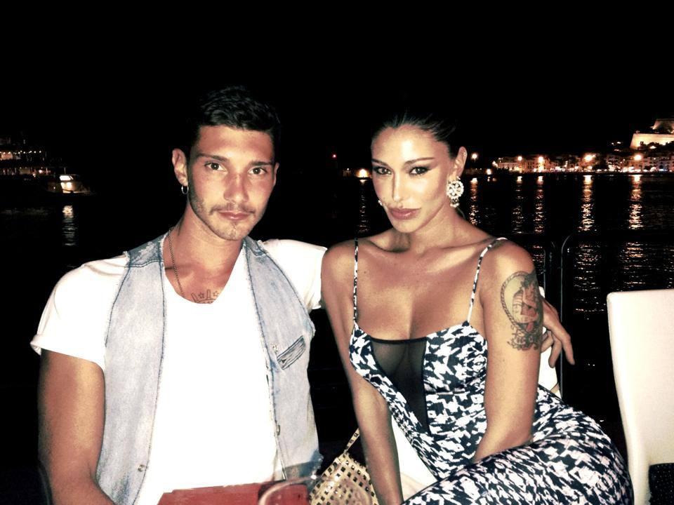 Belen Rodriguez e Stefano De Martino romantici in vacanza