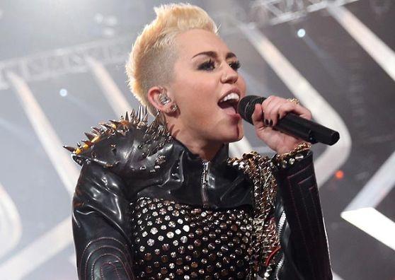 Miley Cyrus look trasgressivo