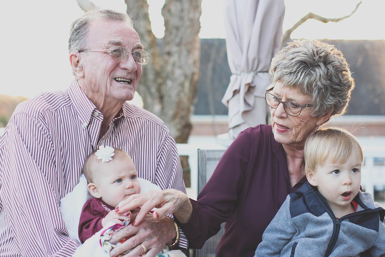 Festa dei nonni: le poesie da dedicare