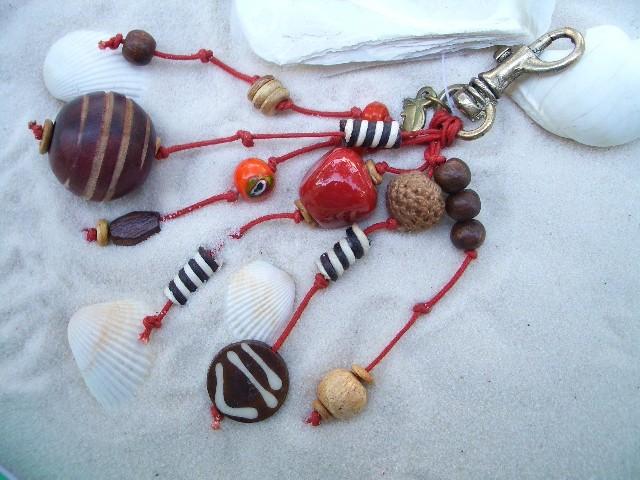 Portachiavi con pietre colorate