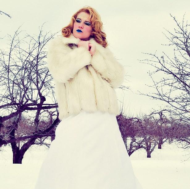 f6af970ceeb1 Abiti e cover up per la sposa d inverno