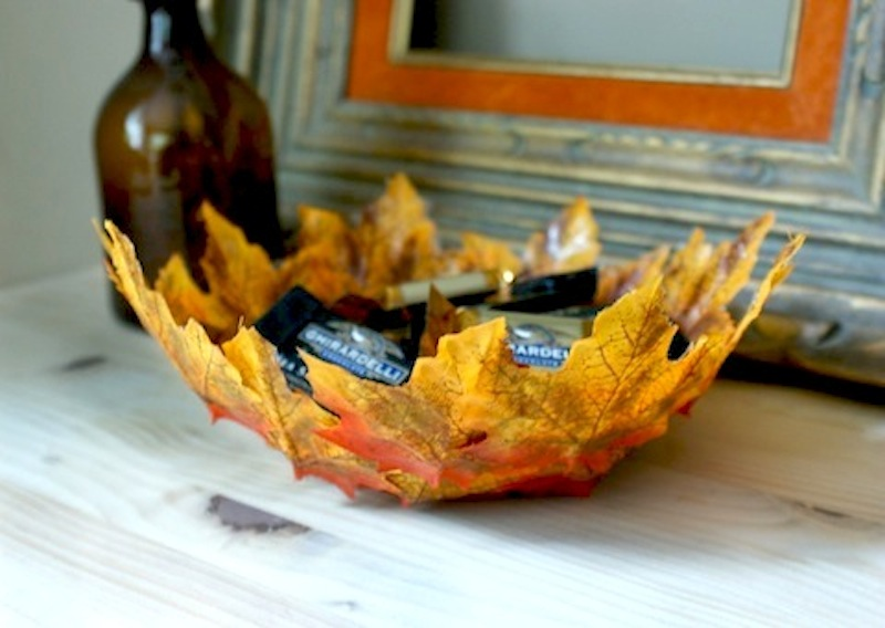 Lavori creativi: crea uno svuotatasche con le foglie
