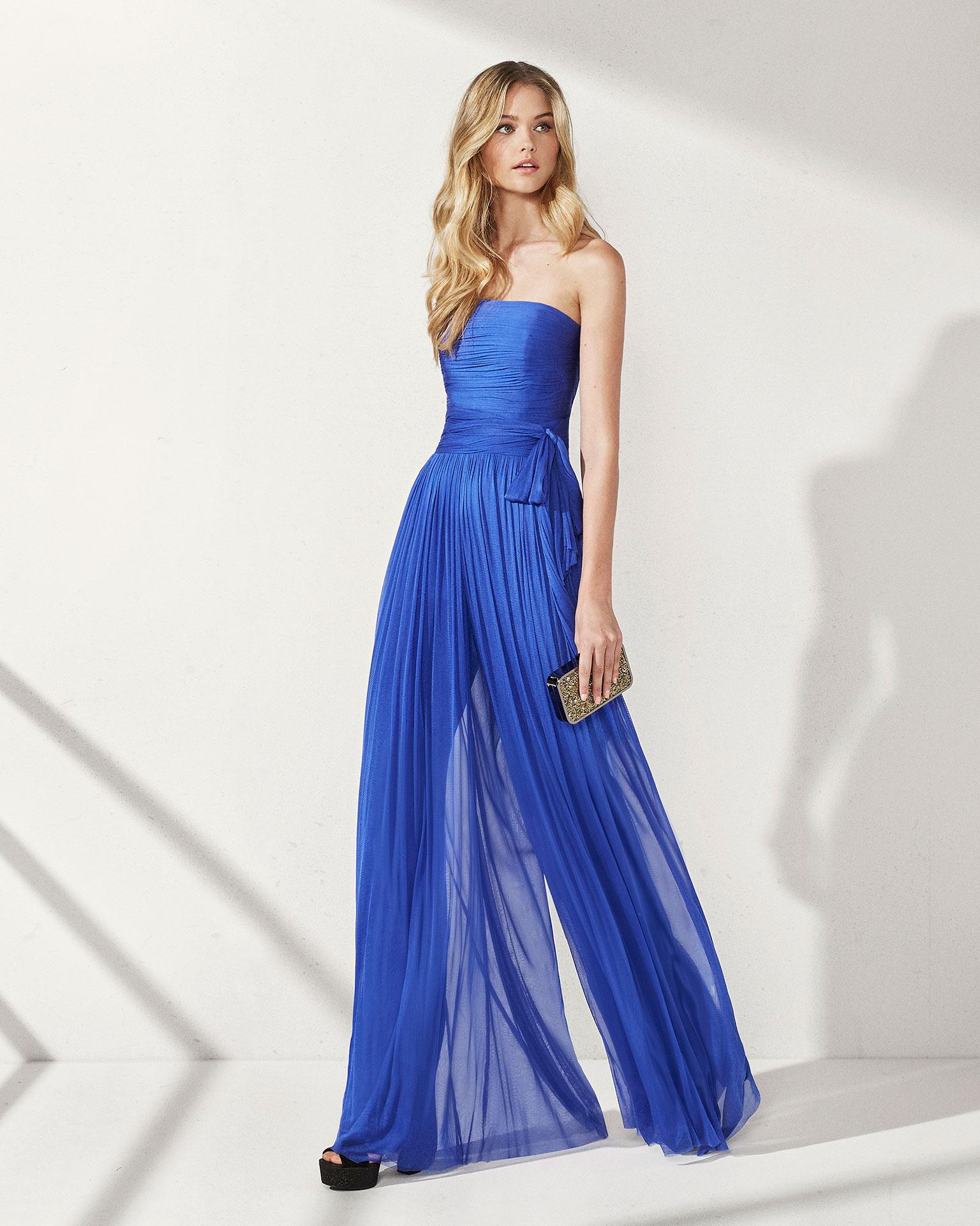 Come vestirsi per un matrimonio in inverno  idee per le invitate ... 6e249a66bf5