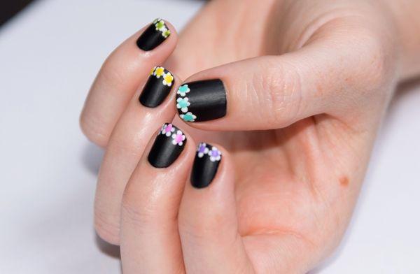 French nera con fiorellini colorati