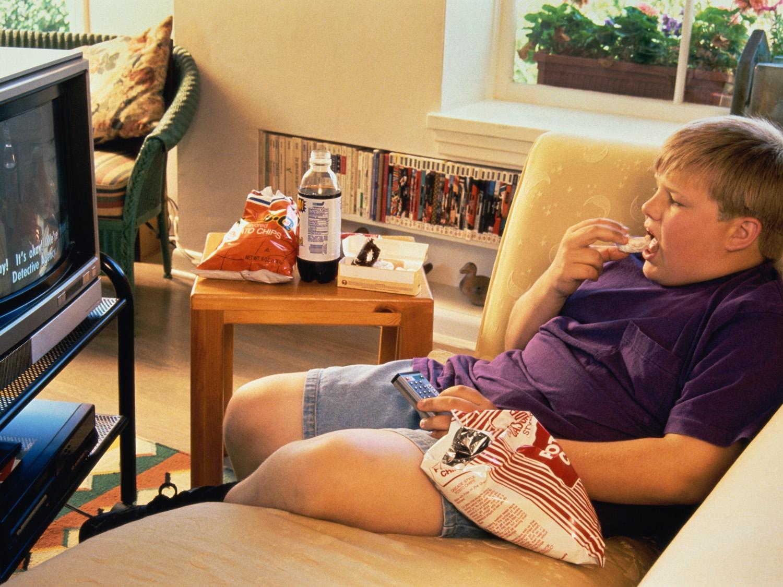 Più ore davanti alla tv, più chili di troppo