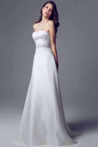 Abiti per spose minute: modelli e consigli [FOTO]