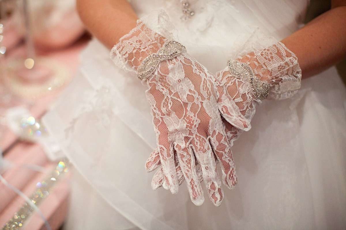 Guanti da sposa: come abbinarli al vestito [FOTO]