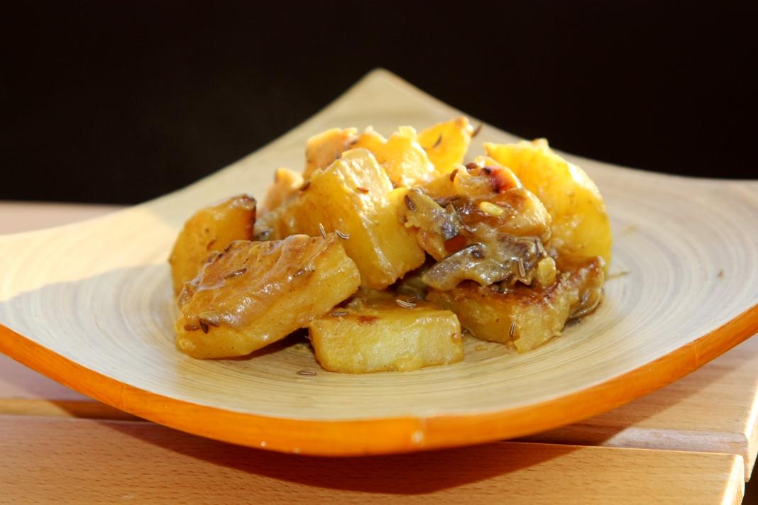 Patate e cipolle speziate, ricetta per un contorno light