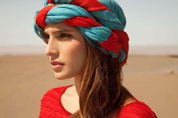 Fasce e turbanti per i capelli  i look più cool  FOTO   cb4d171b40b1