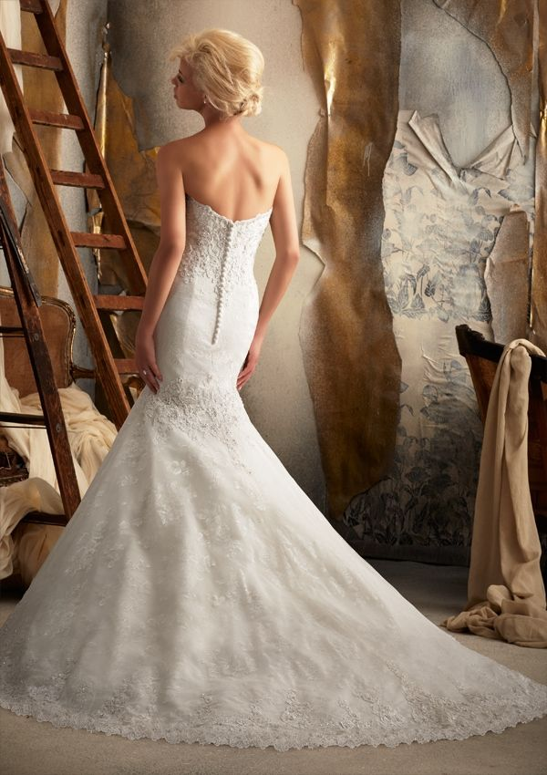 Pizzo chantilly per la sposa