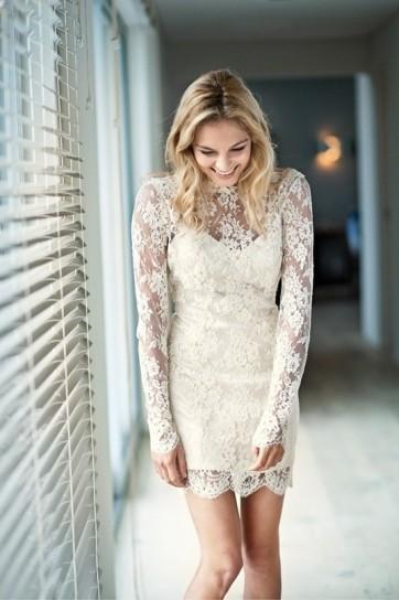 abito da sposa con pizzo floreale