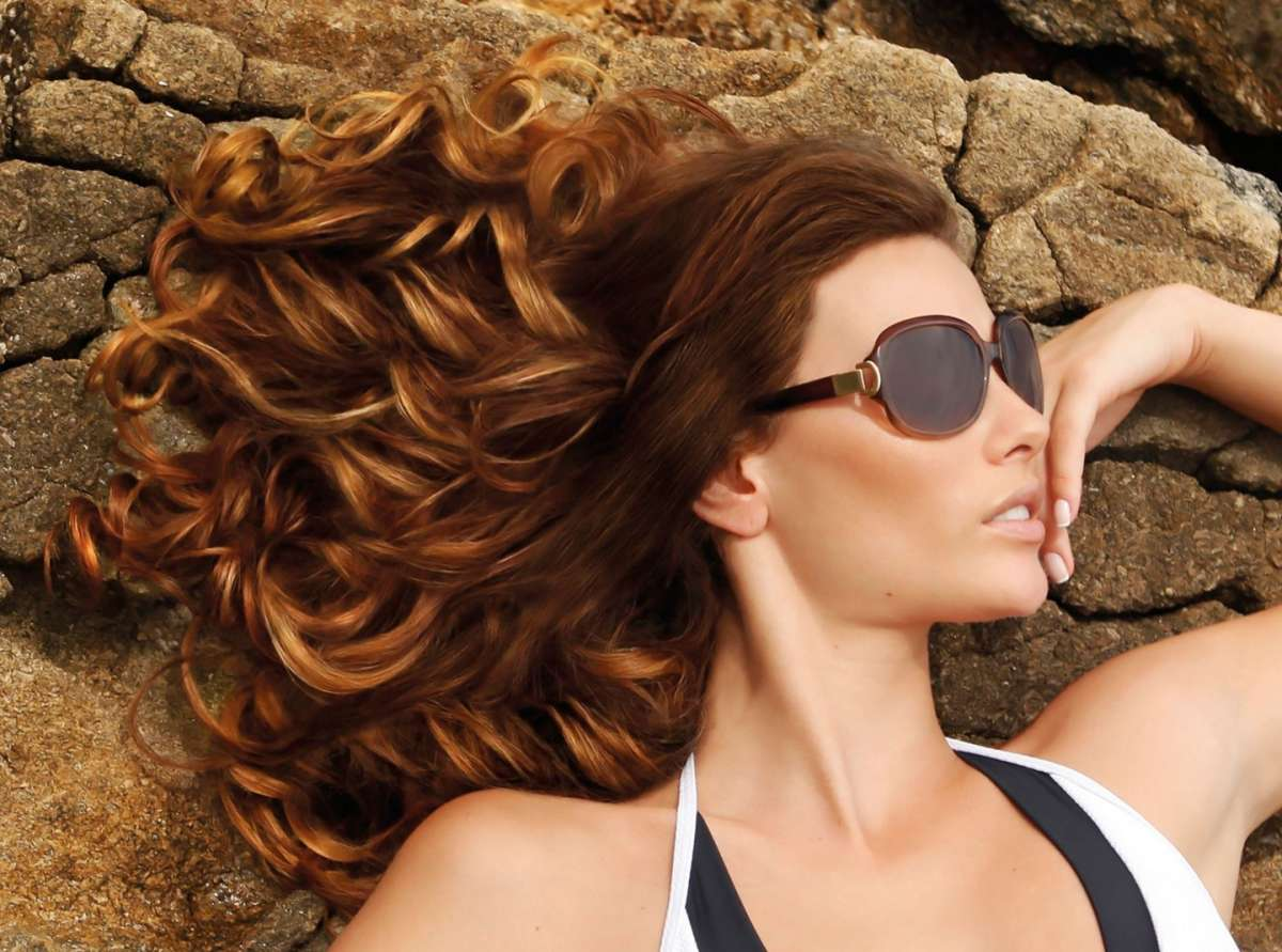 Balayage, dip dye o shatush: la differenza tra le varie tecniche di schiaritura capelli [FOTO]