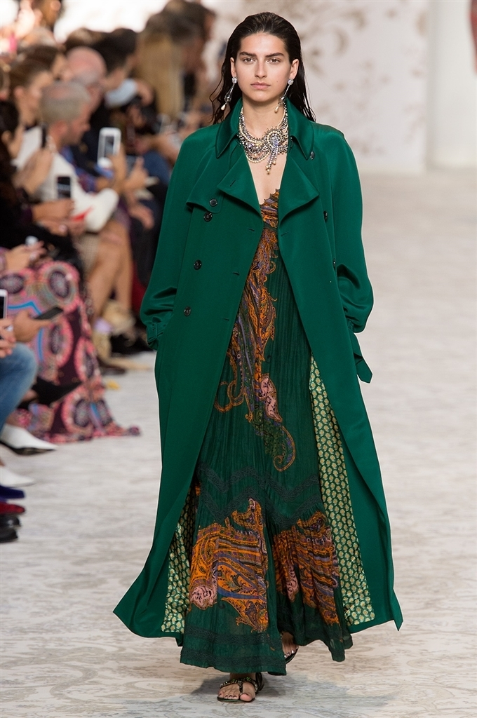 come abbinare i colori nell'abbigliamento il verde