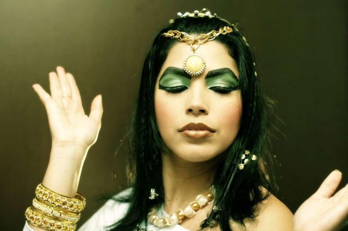 Trucco da Cleopatra per Carnevale, come realizzarlo [FOTO]