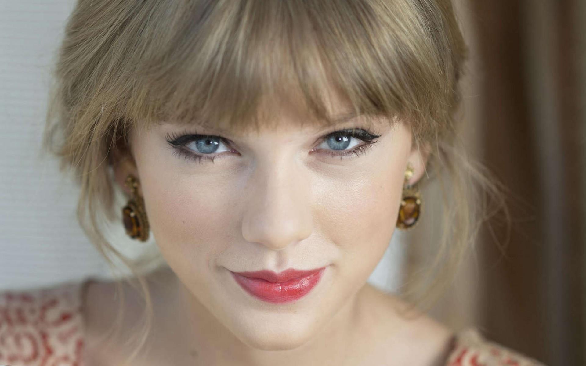 Taylor Swift con frangia
