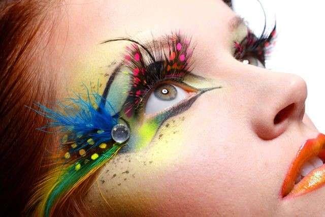 Trucco occhi multicolor per Carnevale, le idee più pazze da copiare [FOTO]