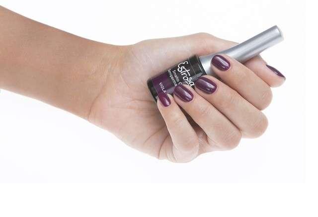 Smalto semipermanente unghie: da Shellac a Opi le migliori marche [FOTO]
