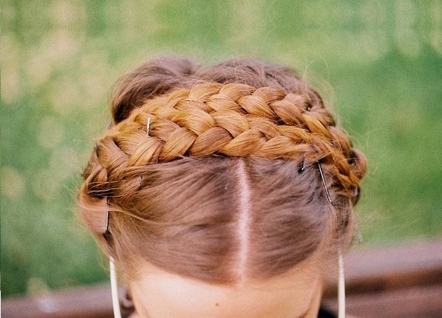 Falsa treccia su capelli corti