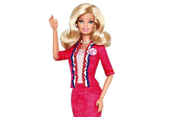 Barbie in tailleur rosa