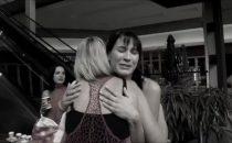 Cancro al seno: amiche, taglio di capelli per solidarietà