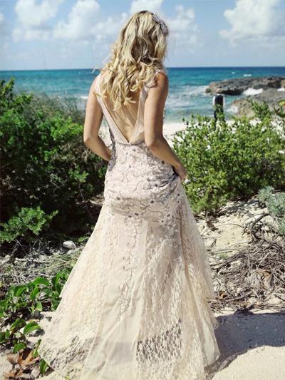 Vestiti Per Matrimonio Spiaggia : Abiti da sposa per un matrimonio in spiaggia foto