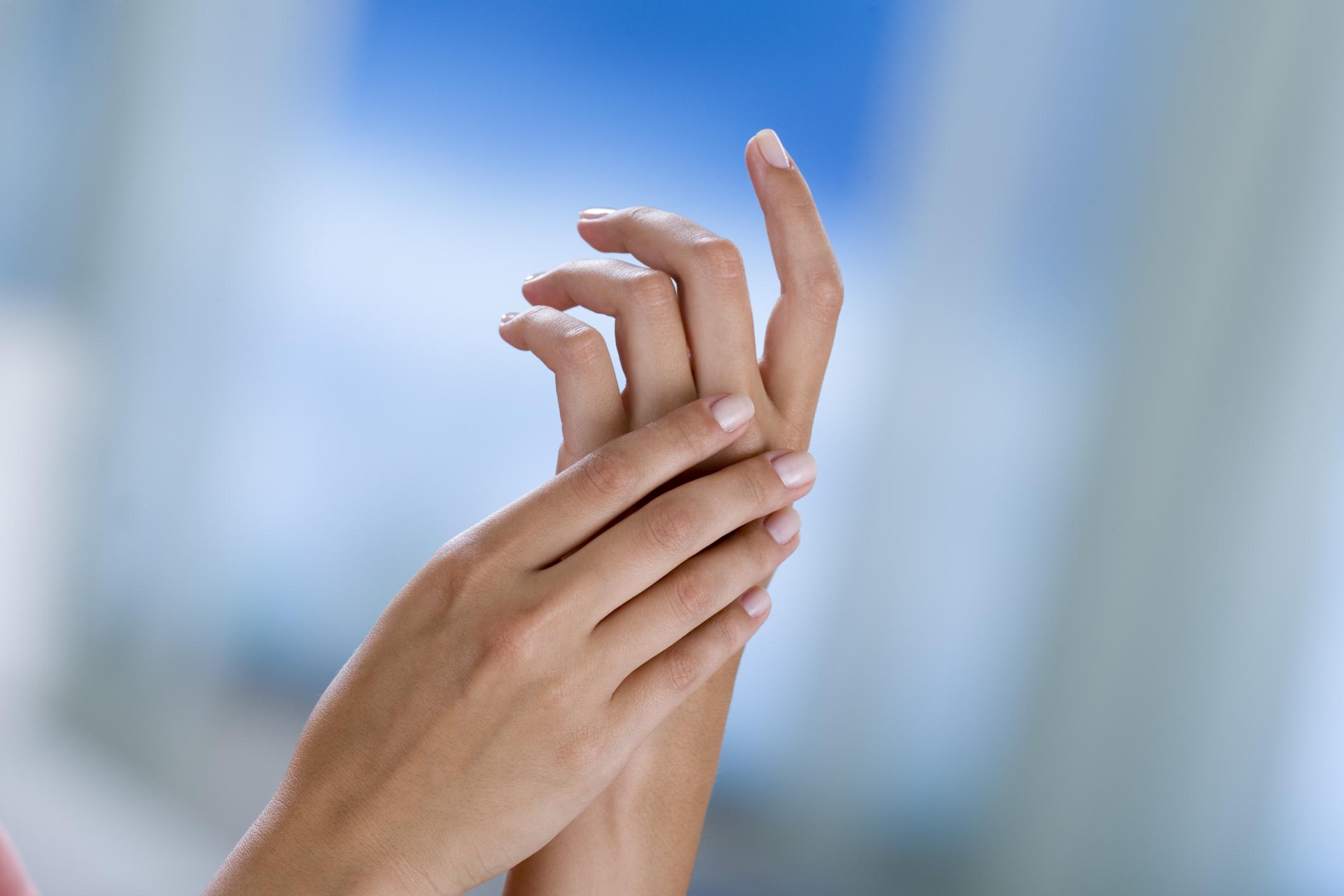 Formicolio alle mani in gravidanza: cause, rimedi e cosa fare