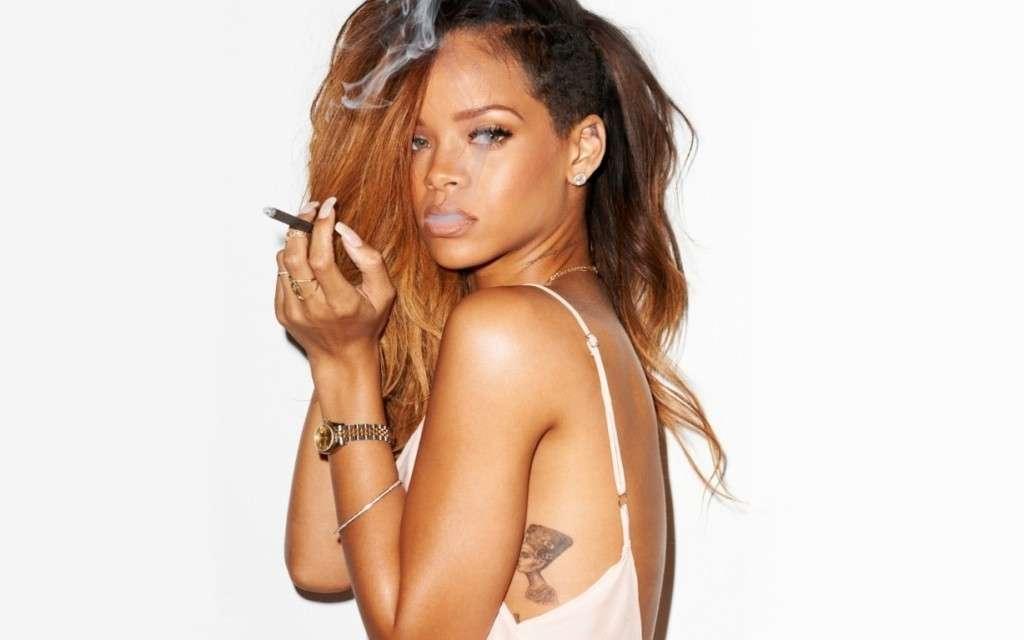 Tatuaggi Rihanna, i disegni sul corpo della pop star [FOTO]