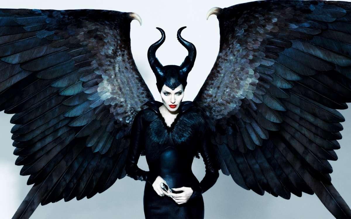 Angelina Jolie nel film Maleficent: una strega cattiva alla moda [FOTO]