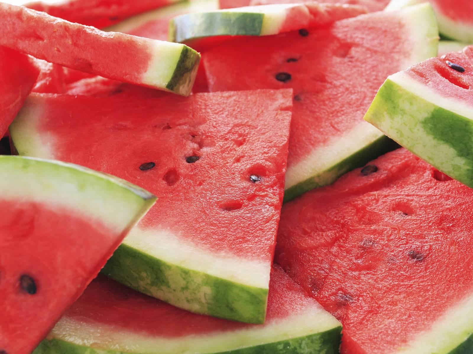 Anguria, le calorie e i benefici del frutto di stagione light