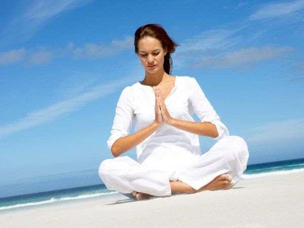 Cos'è lo yoga: benefici, posizioni e a cosa serve [FOTO]