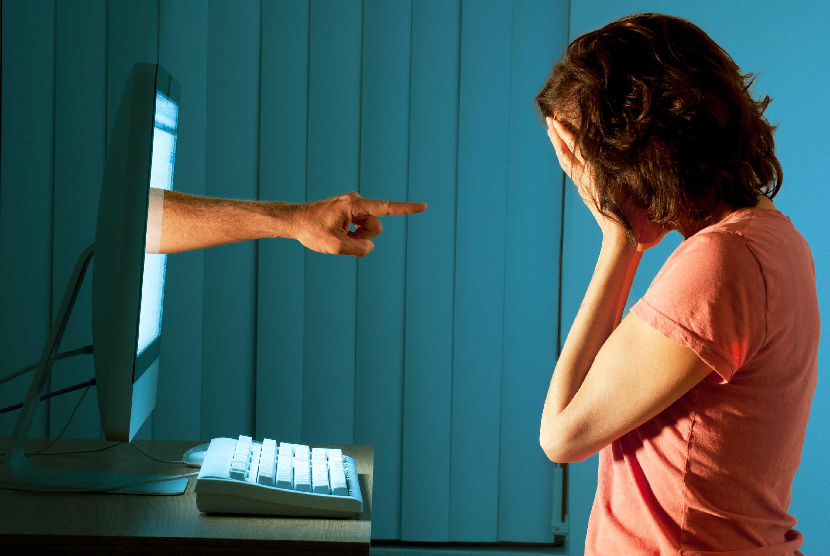 Cos'è il cyberbullismo? Definizione, casi e vittime