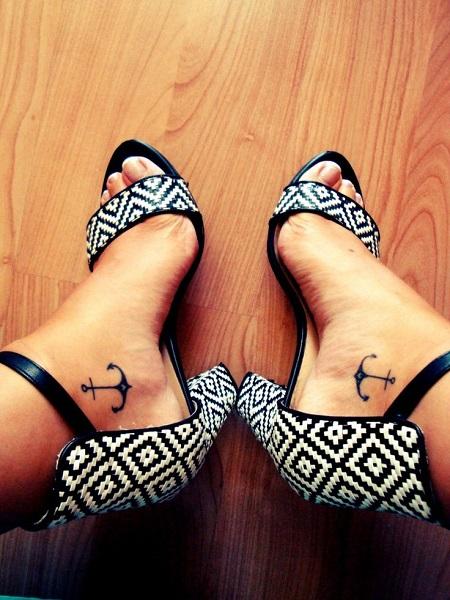 tatuaggio ancora piedi