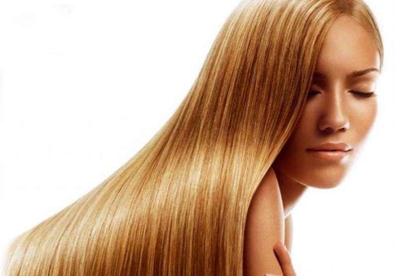 Trattamenti rinforzanti per capelli, la hair routine prima del mare [FOTO]