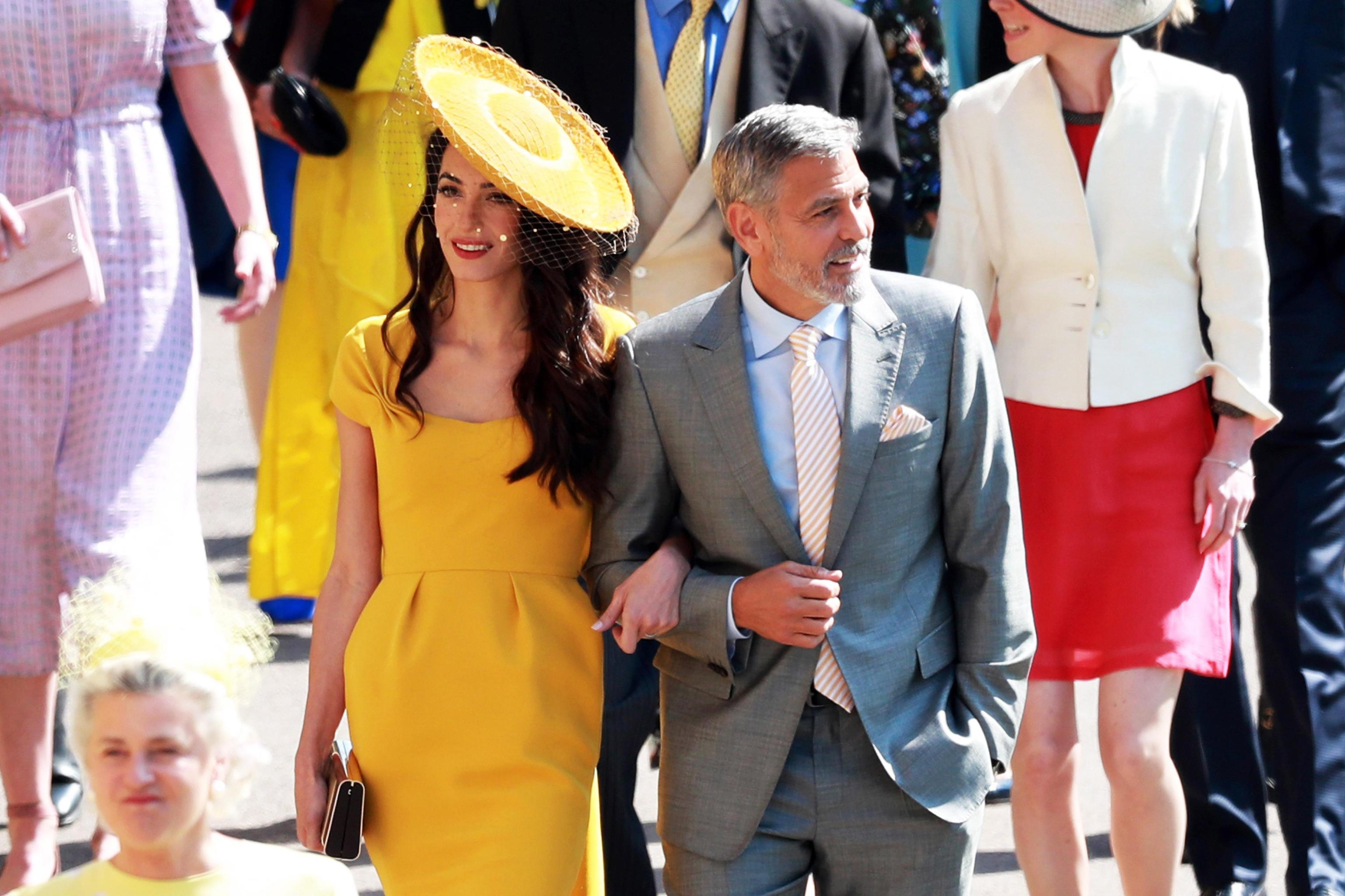 Amal Clooney con cappello da cerimonia a tesa larga al matrimonio tra il Principe Harry e Meghan Markle