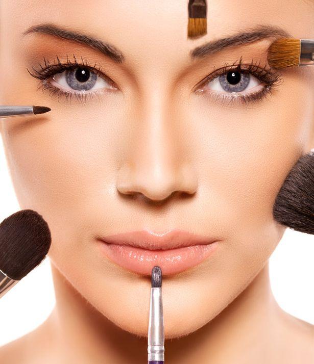 Applying+professional+make+up