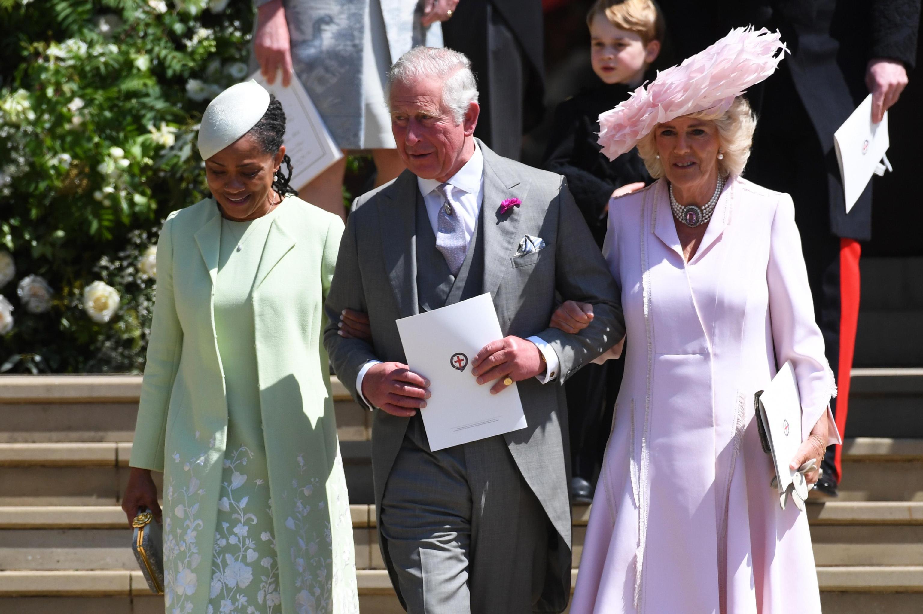 La madre di Meghan Markle Doria Ragland accanto al principe Carlo e a Camilla al royal wedding