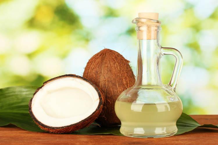 Olio di cocco: usi e proprietà cosmetiche