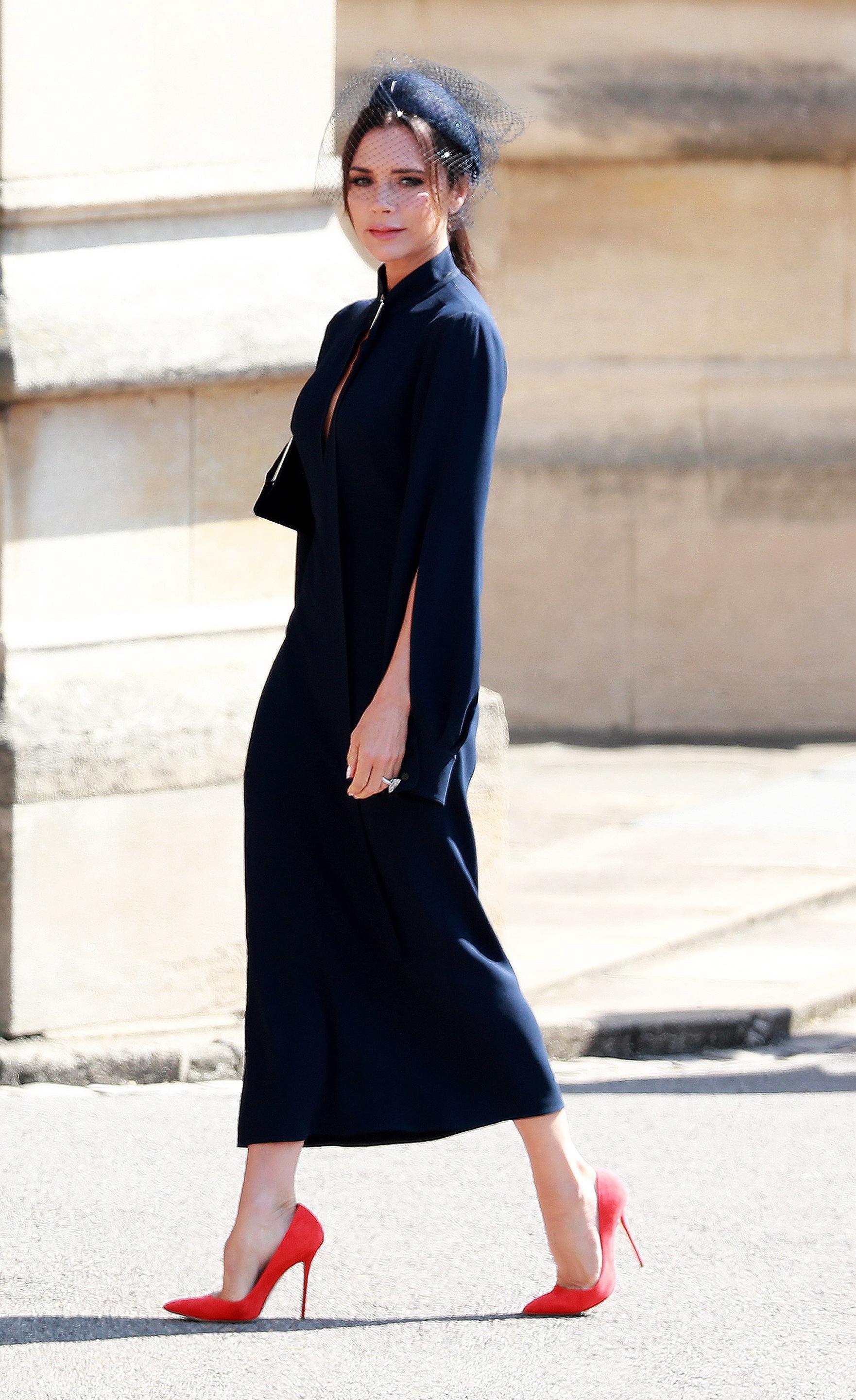 Victoria Beckham con cappello con veletta al royal wedding tra Meghan Markle e il Principe Harry