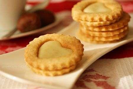 Biscotti con crema di limone: la ricetta con e senza bimby [FOTO]