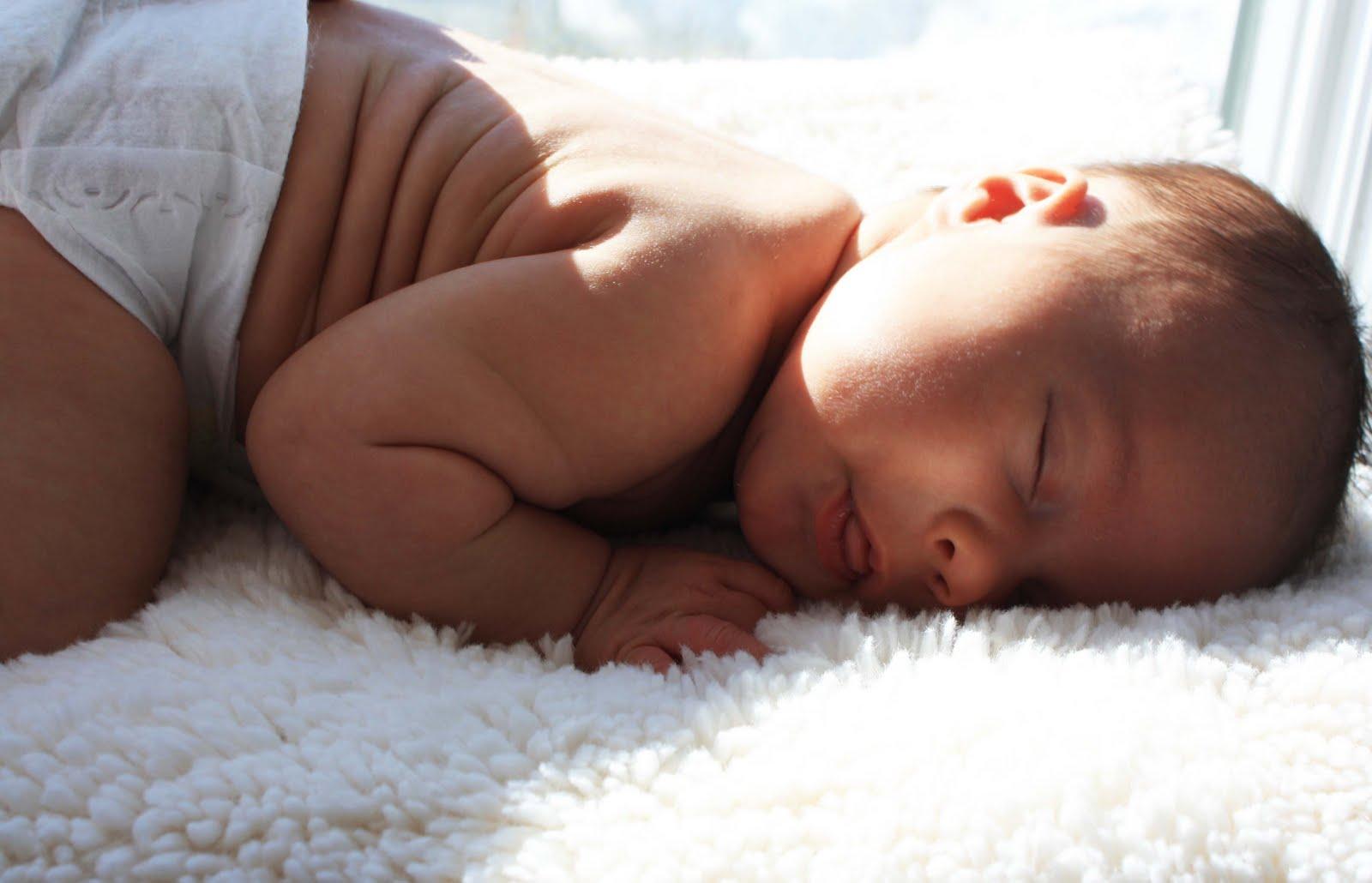 Neonati e caldo: i rimedi per proteggerli
