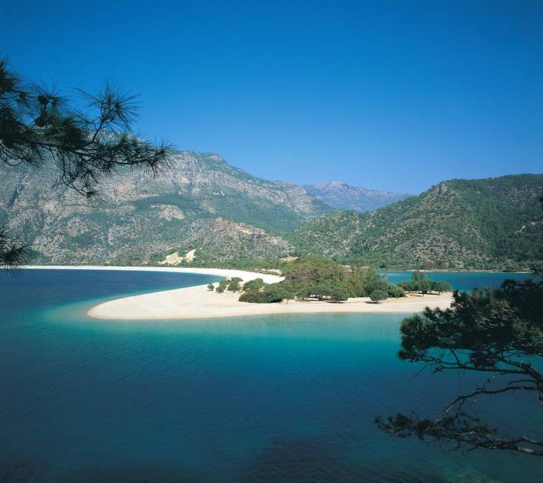 La spiaggia più bella del mondo: vota la tua preferita