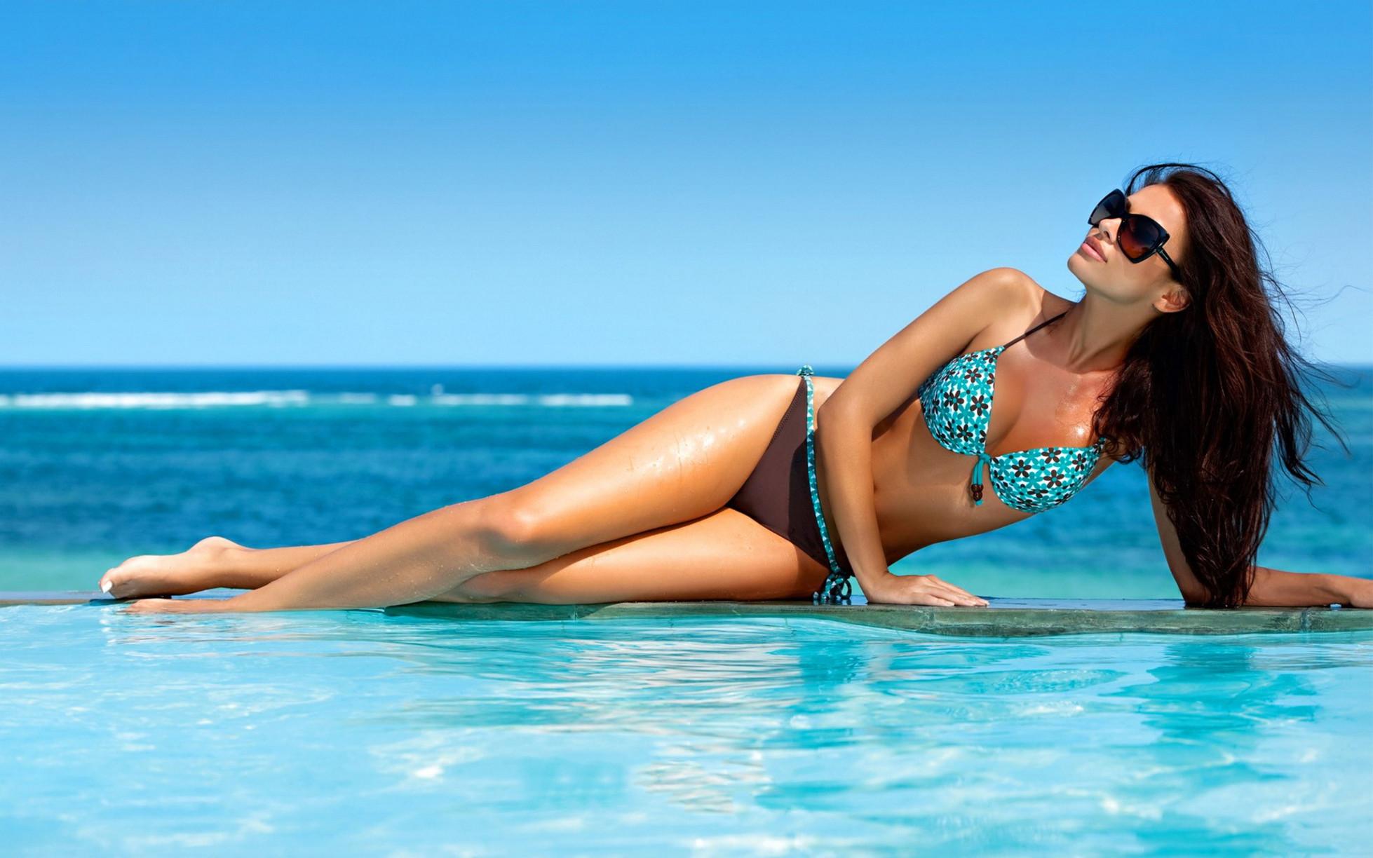 Abbinamento occhiali da sole e bikini: quale è adatto a te? [TEST]