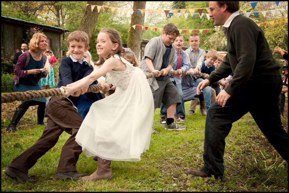 Bambini a un matrimonio: giochi e animazione per intrattenerli [FOTO]