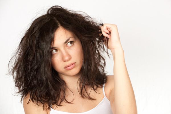 10 errori da evitare sui vostri capelli che vi fanno sembrare più vecchia