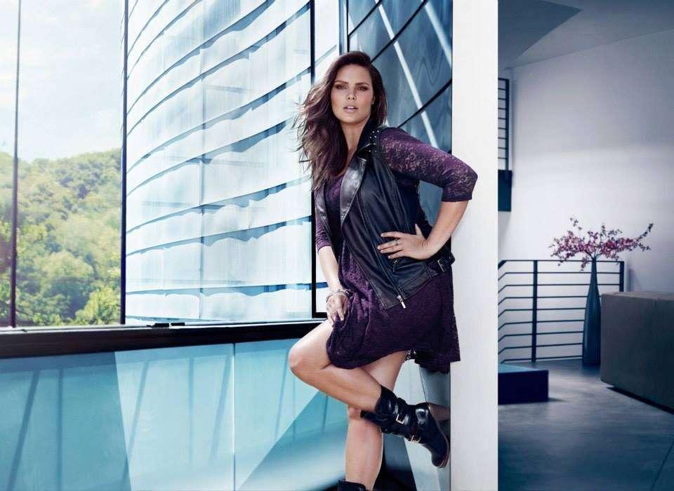 Candice Huffine: la prima modella curvy per il calendario Pirelli [FOTO]